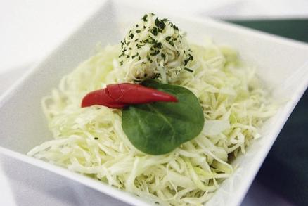 Zelný salát s čerstvým křenem