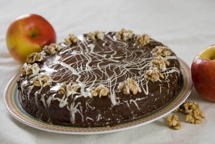Jablečný dortík s ořechy