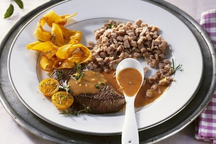 Steak z divočáka ze šípkovou omáčkou