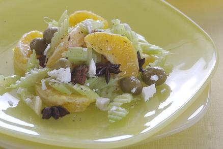 Kořeněný salát z pomerančů a řapíkatého celeru