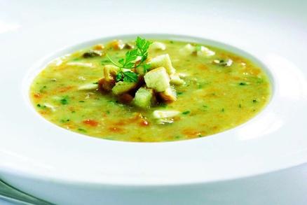 Tradiční štědrovečerná rybí polévka