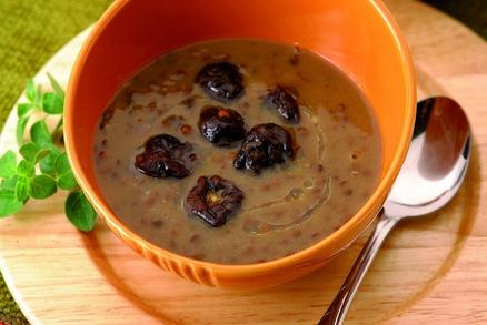 Čočková polévka se sušenými švestkami