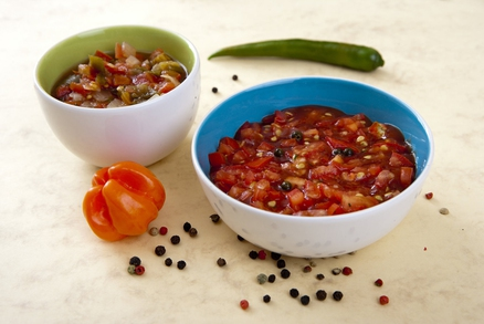 Rajčatová omáčka s chilli a rajčatová s česnekem
