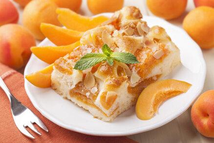 Rychlý koláč s droždím a meruňkami