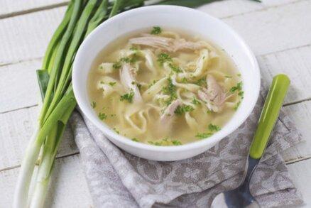 Hovězí polévka se sýrovo-fridátovými nudličkami
