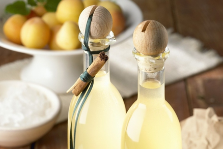 Likér z meruňěk je neotřelou variantou jak plody zpracovat.