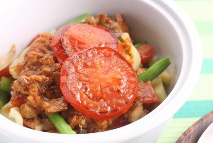 Vyzkoušejte gjuveč. Maso se zeleninou na bulharský způsob.