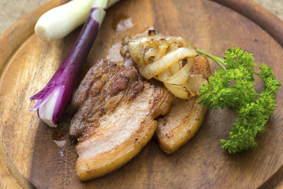 Isport >> Ideální oběd, který bude chutnat všem milovníků vepřového. Jako přílohu doporučujeme dušený ...