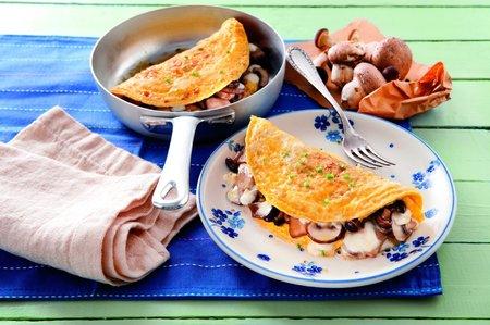 Omeleta s houbami a mozzarelou
