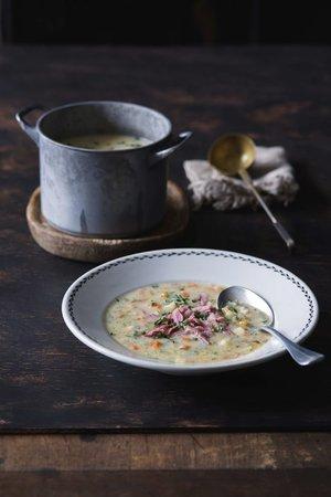 Uzená polévka s praženou krupicí byla za první republiky základem dělnické kuchyně
