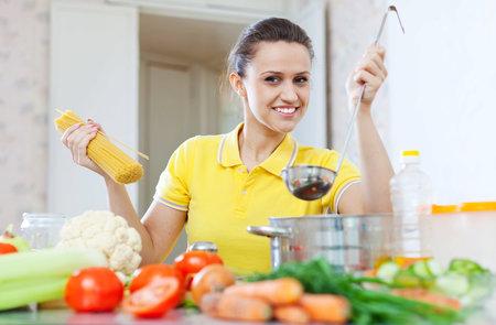 Když jíte doma s rodinou, tak si nechte hrnec v kuchyni.