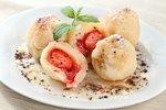 Sladké jahodové mámení: Knedlíky, rolády i křehké koláčky