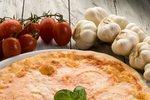Pizza se čtyřmi druhy sýrů