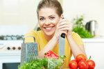 5 rad, jak udržet kuchyňské nože ostré: Na myčku a skleněná prkénka zapomeňte!