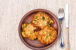 Nejlepší bramboráky jsou domácí! Vyzkoušejte je s cuketou nebo s bylinkami