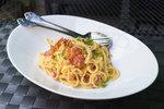 Špagety na víně se slaninou