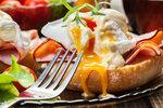 Vejce Benedikt: Luxusní snídaně, kterou hravě zvládnete doma