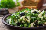 Cuketový salát s krutony a parmazánem