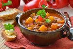 Podzimní polévky, které vás zahřejí! Gulášová, z hlívy ústřičné nebo fazolová!