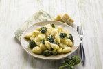 Rychlovky za pár korun a do 30 minut: Omeleta, bramborák nebo noky se špenátem