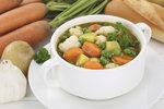 Tahle polévka vám rozhodně zachutná, použijte do ní brambory varného typu A, nerozvaří se.