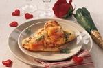 Pizza srdce s uzeným lososem a koprem