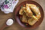 Bulharské jídlo z ochuceného mletého masa v zelném listě se hodí jak na oběd, tak i na večeři.