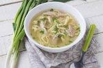 Tuhle polévku doporučuje výživová specialistka Iva Málková ve své knize Hubneme s rozumem. Bude vám chutnat, a hlavně se hodí i do dietního režimu.