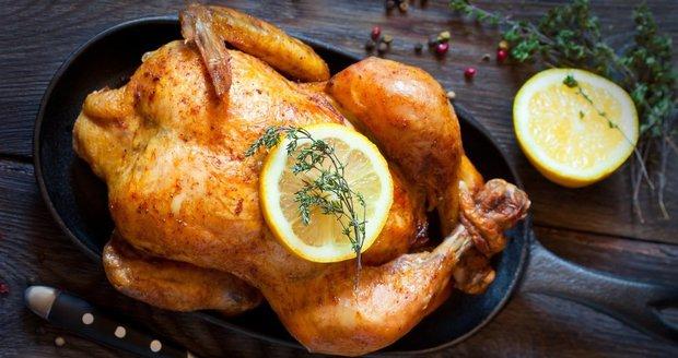 Kdo by nemiloval kuře s dozlatova vypečenou křupavou kůžičkou.