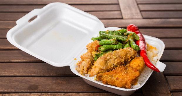 Z oblíbených polystyrenových boxů se při ohřívání do jídla uvolňují rakovinotvorné látky.