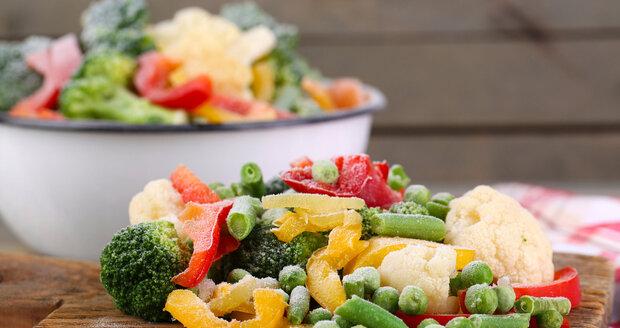 Blanšírování zničí většinu přítomných bakterií a prodlouží trvanlivost mražené zeleniny.