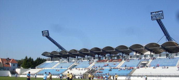 Fotbalový stadion v Drnovicích chátrá, mění se v ruinu