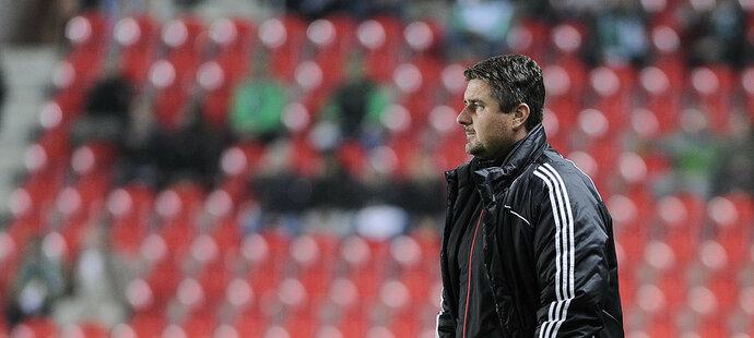 Olomoucký trenér Zdeněk Psotka má zatím starosti hlavně s tím, jak hanácký klub zachránit.