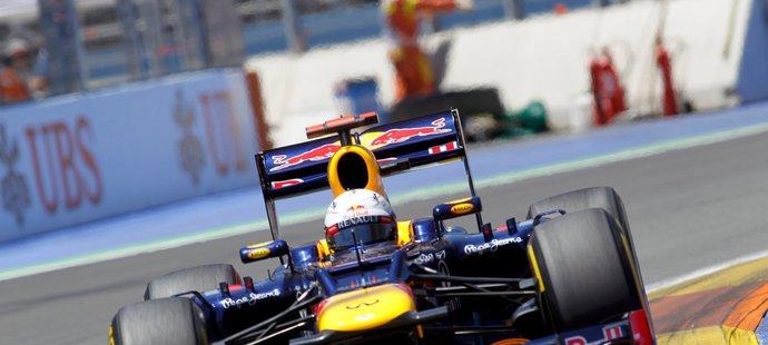 Vettel se nezastavil pře žádnou překážkou, nakonec dojel třetí