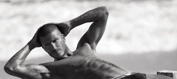 I na téhle fotce má Beckham rozkrok pořádně naducaný...