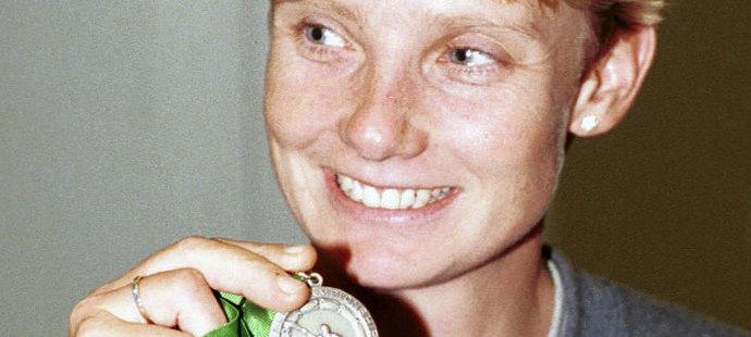Hilgertová s medailí z MS v roce 1996
