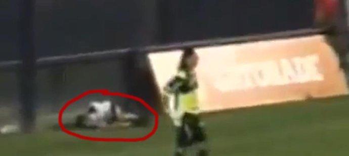 Argentinský gólman Sessa sestřelil podavače míčů a byl vyloučen