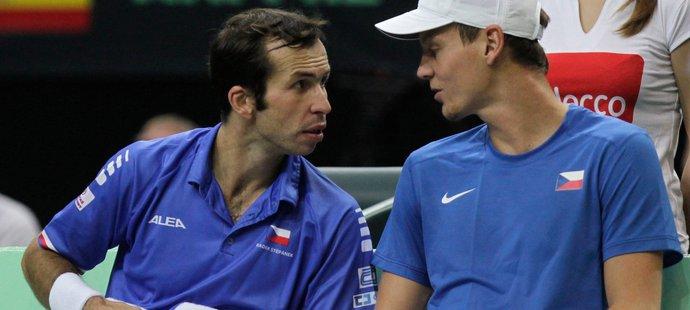 Taktická porada českého týmu během finále Davis Cupu