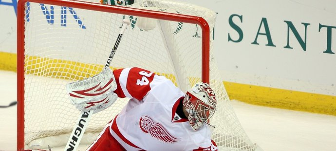 Petr Mrázek během svého debutu v NHL v dresu Detroitu