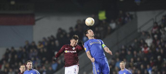 Hlavičkový souboj Váchy s Lampardem