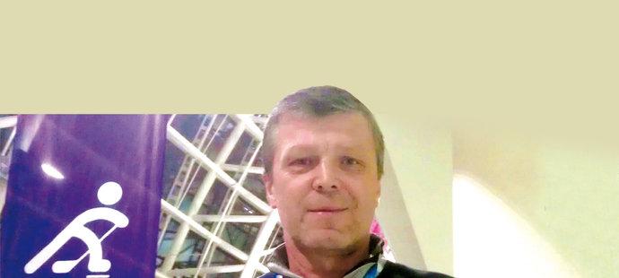 Peter Šťastný fandí v americkém dresu.