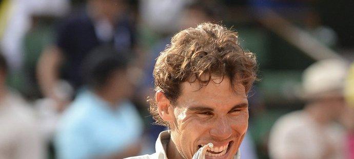 Rafael Nadal porazil ve finále Roland Garros Srba Novaka Djokoviče 3:6, 7:5, 6:2, 6:4 a podeváté ovládl pařížský grandslam