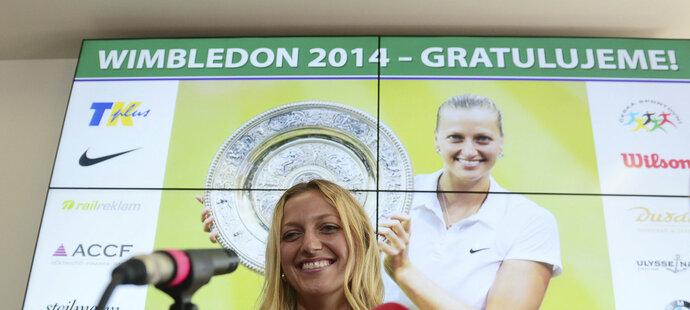Na dotazy novinářů odpovídala Kvitová s úsměvem.