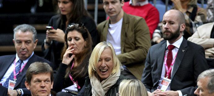 Rozesmátá Martina Navrátilová v hledišti finále Fed Cupu mezi českými tenistkami a Německem
