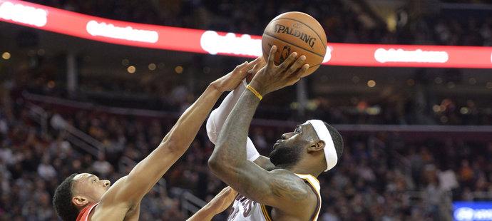 Cleveland v čele s Jamesem nastřílel 127 bodů.