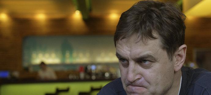 Sparťanský boss Petr Bříza se v nedělním duelu se Zlínem o druhé pauze dostal do diskuze s rozhodčími