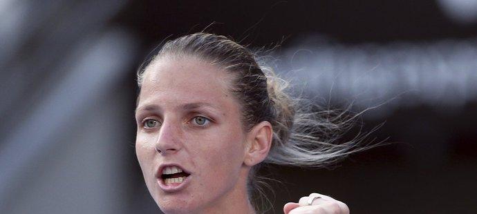 Karolína Plíšková se raduje z vítězného semifinále turnaje v Sydney proti Angelique Kerberové