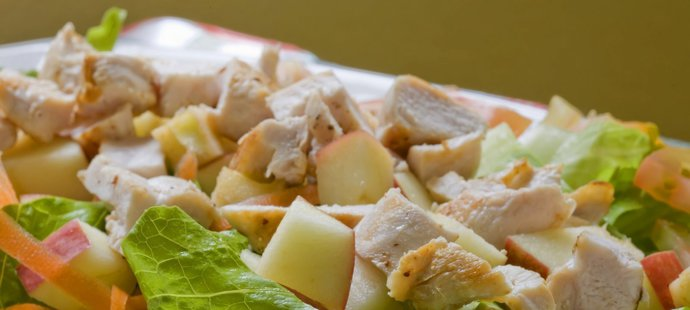 Zelný salát s jablky
