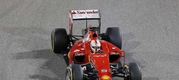 Vettel zatím ve Ferrari splňuje očekávání.