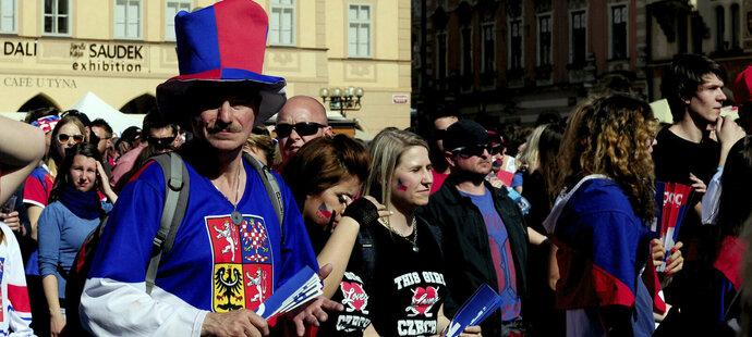 Čeští fanoušci sledují duel o bronz na Staroměstském náměstí